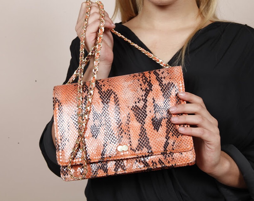 AURELIE Snake Print Schlangenoptik Handtasche Project OONA Tasche Vegan Veganfashion Project OONA Orange
